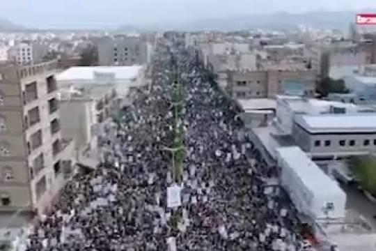 Yemenis mark the 10th day of Ashura's religious commemoration in capital Sana'a
